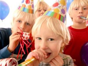 Kinderen op kinderfeestje