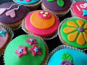 cupcake maken op een kinderfeestje thuis
